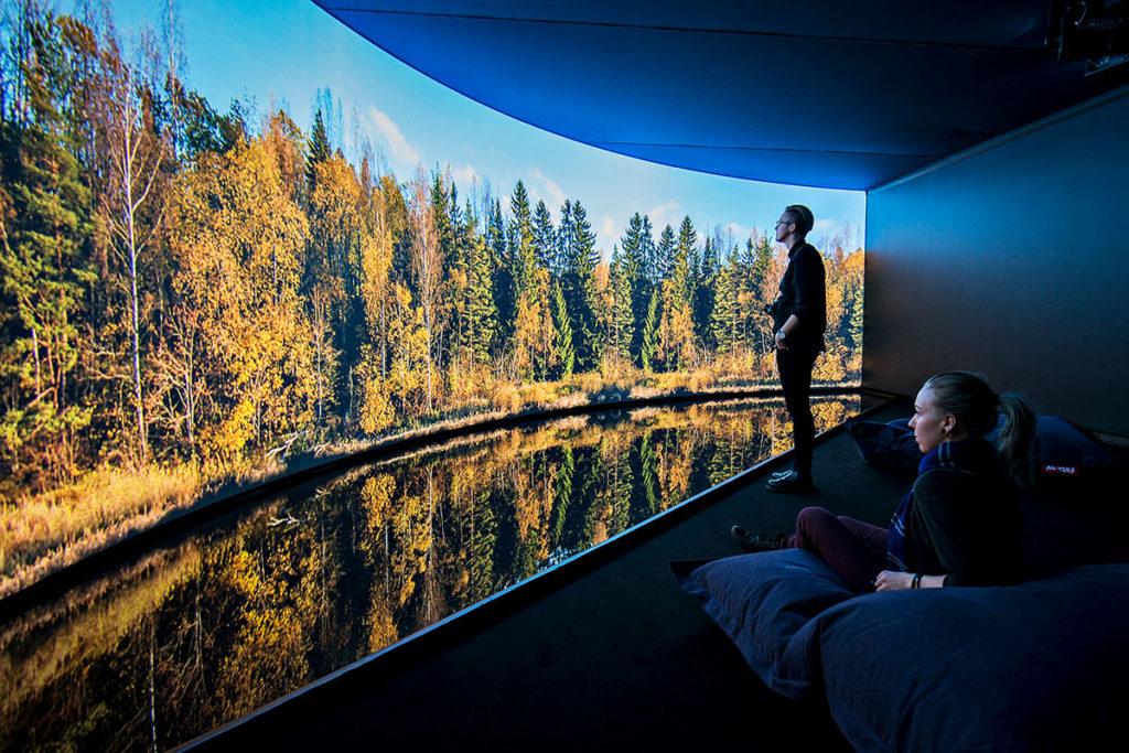 Teknologia tuo museoita nykyaikaan – Tekniikka suojaa teoksia ja elävöittää kävijäkokemusta ...